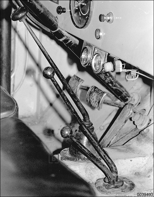 Fig. 10-24. Mechanical clutch linkage