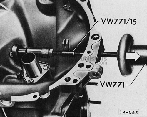 Fig. 4. Clutch release shaft bushing, removing.